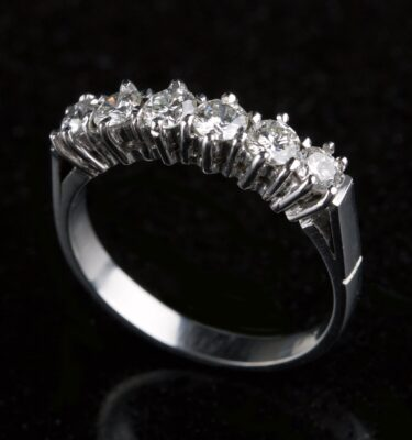 Photo of ring with 6 diamonds