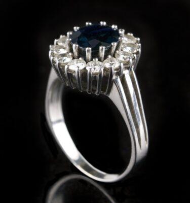 Foto af rosetring med safir og diamanter
