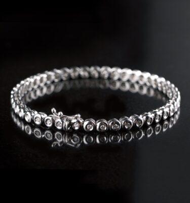 Photo of tennis bracelet with 45 diamonds