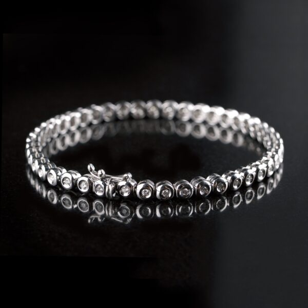Photo of tennis bracelet with 45 diamonds