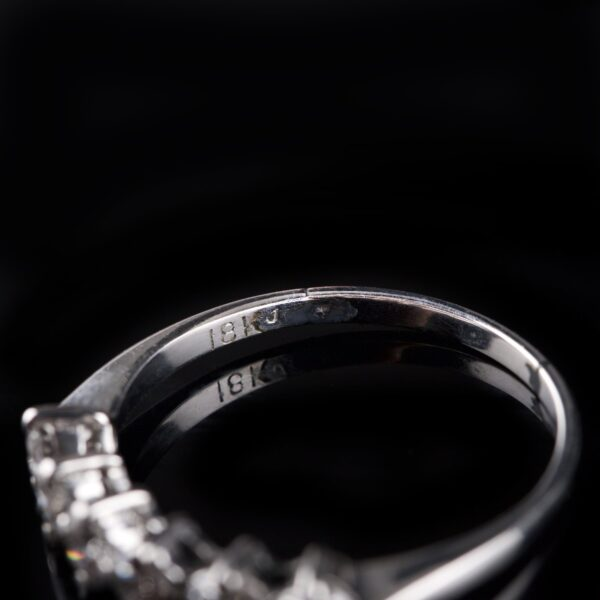 Photo of white gold ring with 6 diamonds