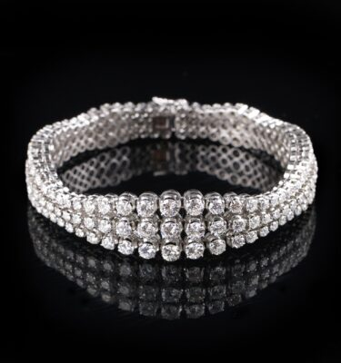 Photo of a bracelet with 165 diamonds total 11 carat