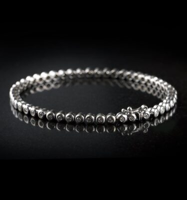 Photo of Tennis bracelet with 49 diamonds