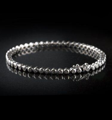 Photo of Tennis bracelet with 49 diamonds