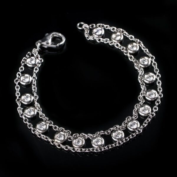 Photo of white gold bracelet with 17 diamonds 1.70 ct