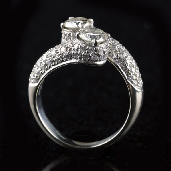 Photo of Contrarie ring with 2 diamonds